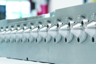 Thermoplay: new nozzles for fast cycles at Fakuma