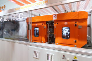 Double synchronized cutting for high extrusion speeds by Sica